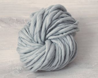 Art yarn, handspun art yarn for plaid has snood blanket, Merino Wool, Handspun effect yarn grey Merino Wool slub