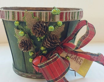 "Small Wooden Holiday Planter ""GREEN TARTAN"""