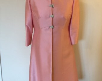 Smart Vintage 50s Suit - Dress and Jacket in Salmon Pink Size 12 - Very Jackie O!