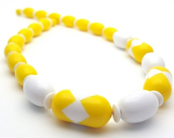 Mod Bright Yellow Necklace Vintage from the 70s Retro Large Acrylic Oval Beads Hard Plastic White Rondelles Statement piece Funky Fun Gogo
