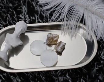 Mondayfreestudio nature shell clip earrings