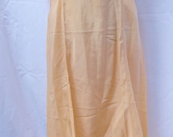 Gorgeous 1940s Pale Apricot Crepe silk Gartiere negligee