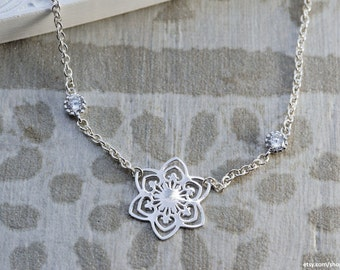 Classical | Sterling Silver and Cubic Zirconia | Chain necklace with snowflake pendant and cubic zirconia