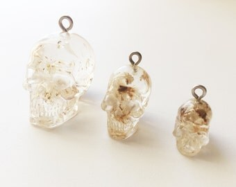 Resin Skull Daisy Necklace Real Flower Jewelry Transparent