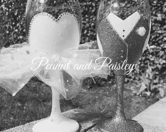 Wedding glitter glass, bride and groom glasses, glitter glasses