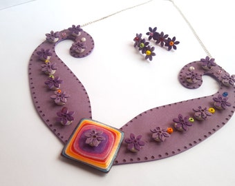 Collier from décolleté and synthetic leather earrings