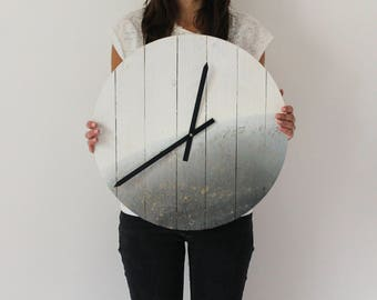 Watch PLANET 45 cm diameter hand made with bleached wood pallet