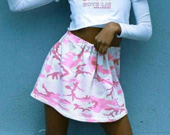 y2k 90s pink camouflage print mini skirt | sz small | grunge tacky 2000s clueless aesthetic pastel goth seapunk magic glitter angel