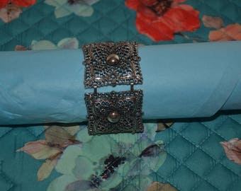 20% off Signed CELEBRITY Silver Tone Cuff Wide Link Stars Flower Pattern Filigree Bracelet // Costume Jewelry