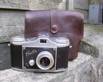 Vintage Saraber Finetta IV from 1950 with tall leather case
