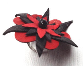 RING in LEATHER. Flower Design, Red and Black, one of a kind, gift for her, statement accessory, unique piece.birthday. statement ring