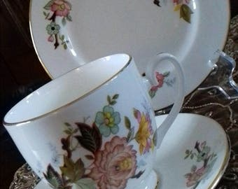 6x tea cup saucer  side plate trios Bone China made in england by marlborough