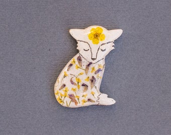 White Fox Brooch, Sleeping animal pin, Wooden brooch with real dried flowers, Resin brooch fox, tiny yellow, forest animal, botanical style