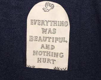 Everything is beautiful and nothing hurts - Slaughterhouse-Five - Pocket T-Shirt