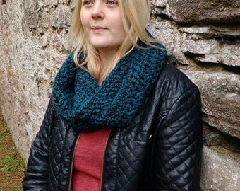 Teal and black super chunky crochet infinity scarf, crochet scarf, winter scarf, wooly scarf, gift for mum, gift for teens