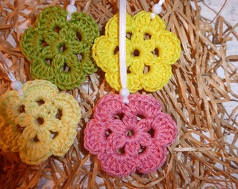 Four crochet flowers 'Spring' to hang