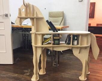 Кофейный столик в форме лошади