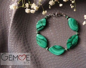 Malachite. Green bracelet for women in gemstones and silver.