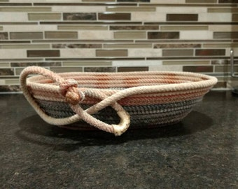 Oval lariat basket