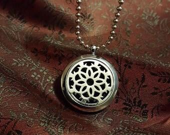 Aromatherapy Necklace - Flower Locket