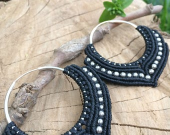 Macrame earrings in black