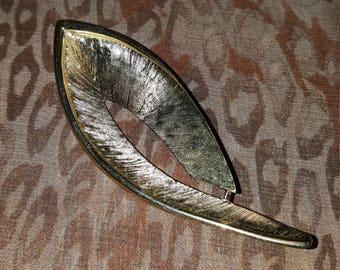 Vintage trafari gold tone leaf pin