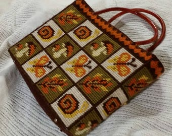 Groovy 70's Handmade Hand bag!  Probably made from a kit.  Yarn knot work.  So charming!
