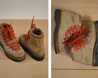 Vintage Women's Hiking Boots / Italian Leather / Size 6