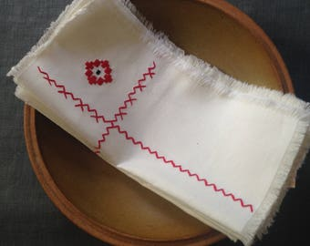 Set of 6 vintage napkins- red and white
