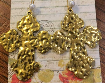 Gold hammered cross with pearl dangle earrings