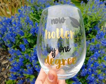 Graduation: stemless wineglass// College graduation wineglass/ congrats grad
