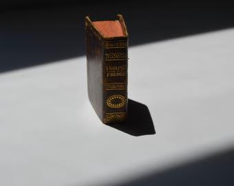 Mini English - French dictionary