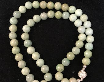 A light green jadeite jade beads necklace