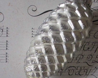 Vintage Christmas Ornament Big White Pine Cone Hand Blown Glass   #122