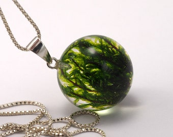 Moss Necklace, Moss Resin Pendant, Moss in Resin, Resin Sphere, Green moss Pendant, Resin Jewelry, woodland necklace, resin necklace