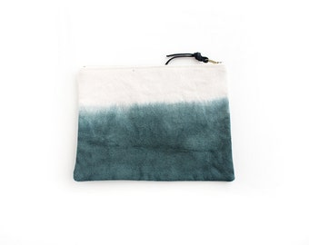 Forest green dipdyed pouch with zipper I