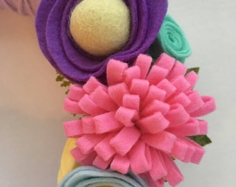 "8"" Yarn and Felt Wreath"