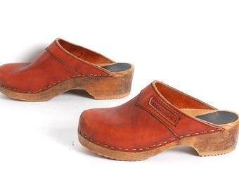 size 6.5 CLOGS rust leather 70s 80s WOODEN slip on BOHEMIAN swedish mules