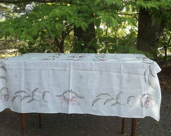 Vintage Enbroidered Tablecloth 41 x 41 Handmade Tablecloth Cottage Linens Wedding Decorations Bridal Sower Table Settings French Country