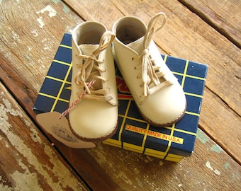 Vintage White Leather Baby Shoes - 2-1/2 D Size - Amilio Kepner-Scott Brand