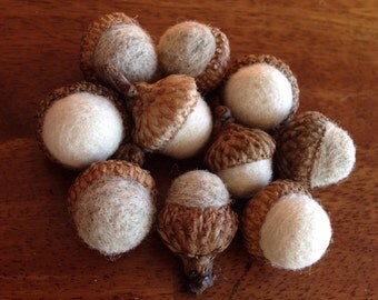 Wool needle felted acorns Off-White and Oatmeal