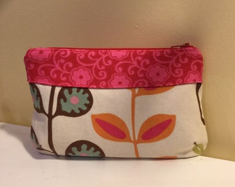 Retro fabric Curvy Clutch