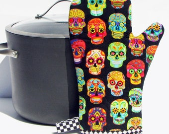 Quilted oven mitt,quilted oven glove,Sugar Skulls/Day of the Dead ,Insulated pot holder,kitchen oven mitt, handmade