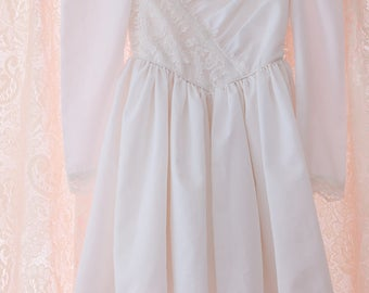 Vintage Girl's Dress  - Adorable White Dress with Pretty Lace Detail
