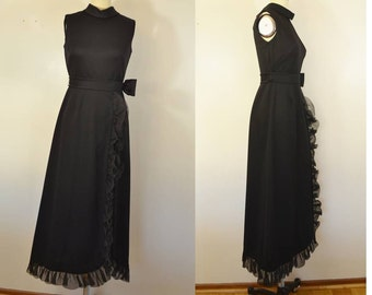 Vintage Sleeveless Black Gown with Ruffle and Bow Polyester