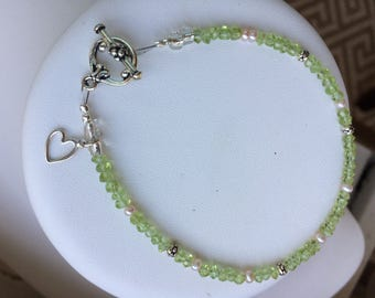 Bracelet — Faceted Peridot, Sterling Silver Open Heart Charm, Freshwater Pearls
