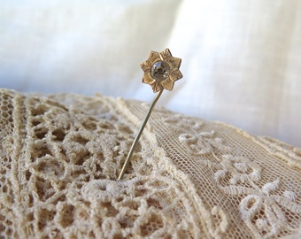 Antique 10K Gold Hatpin/Stickpin Engraved Star/Flower with Clear Rhinestone