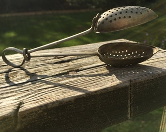 Vintage Tea Strainer Teaspoon--Loose Tea Infuser--Afternoon Tea Party--Antique Tea--Shabby Cottage Chic--Collectible Kitchenware