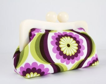 Resin frame clutch bag - Pop daisies in purple - Awesome purse / Off white frame / Violet green flower leaves / Retro