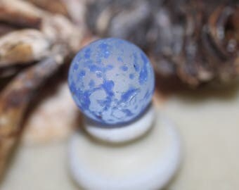 STUNNING BEACHGLASS MARBLE Wow awesome rare blue confetti marble zy501